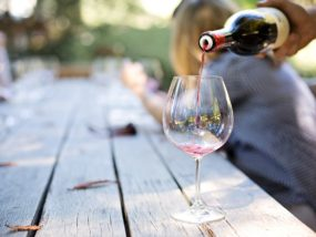 pouring-wine-1952051_1280